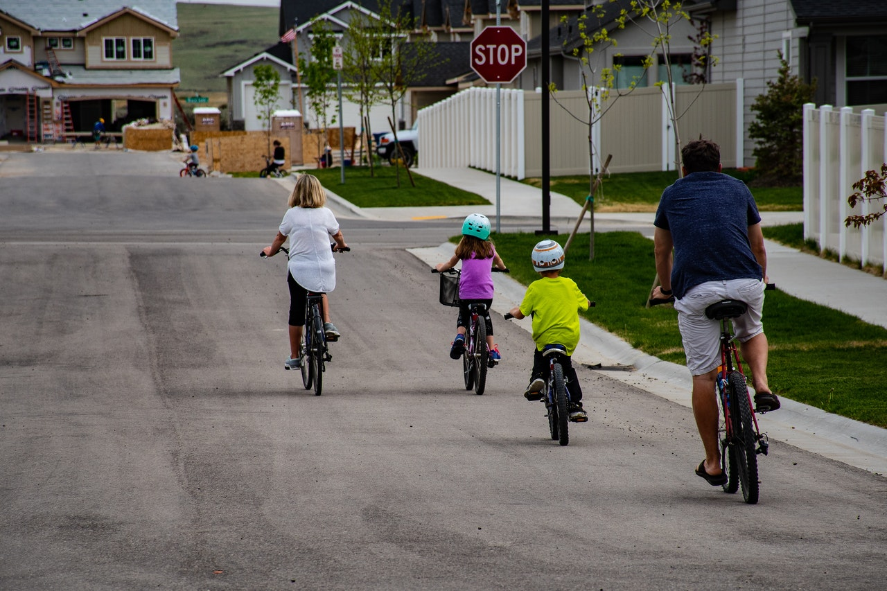 family-riding-on-bicycle-1073133 1