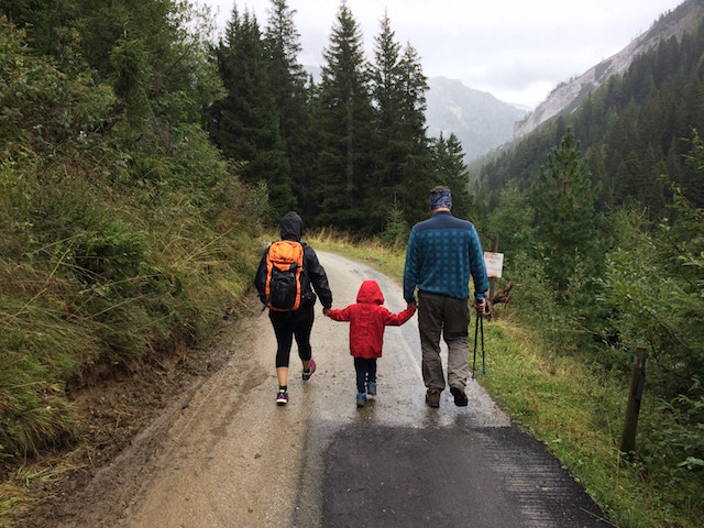 hiking-family